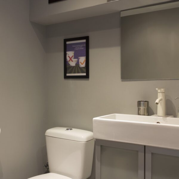 Suite S1 Bathroom